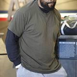 """1. November 2012: """"A-Team""""-Darsteller Mr. T zeigt sich am Flughafen von Los Angeles patriotisch mit Sterne-Kopftuch."""