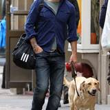 29. September 2012: Seann William Scott geht mit seinem Hund namens Dude im New Yorker West Village spazieren.