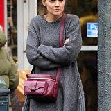 1. November 2012: Schlechte Laune wegen der Kälte? Katie Holmes wartet an einer Straße in New York.