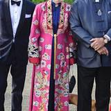 Im farbenfrohen China-Style und mit ihrem Prinzgemahl Henrik im Partner-Look feiert Königin Margrethe das 40-jährige Jubiläum de