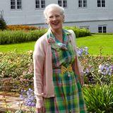 Juli 2012: Beim offiziellen Sommer-Fotoshooting trägt Margrethe ein Kleid, dass sie schon 2007 zum gleichen Fototermin getragen