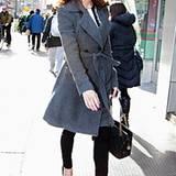 Durch die Peep-Toes mit extra hohem Absatz wird das winterliche Outfit von Ashley Greene sexy.