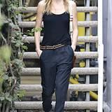 Schlicht und schön: Kate Bosworth mit Sonnenbrille, schwarzem Top und einer bequemen Baumwoll-Hose.