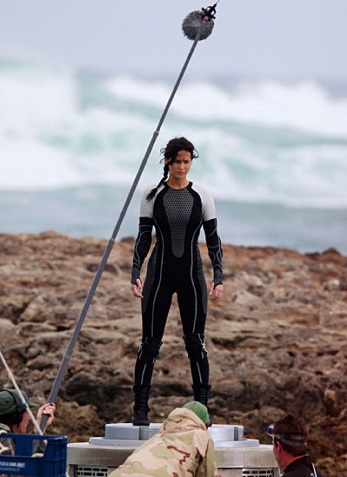 """26.November 2012: Jennifer Lawrence steht auf Hawaii für """"The Hunger Games: Catching Fire"""" vor der Kamera."""