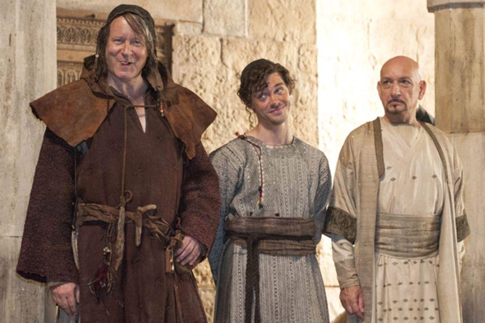 6. August 2012: Stellan Skarsgard (von links), Tom Payne und Ben Kingsley scherzen bei einem Fototermin zu den Dreharbeiten von