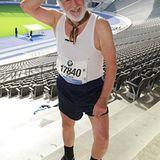 """25. September 2012: Dieter Hallervorden steht im Berliner Olympiastadion für den Film """"Sein letzes Rennen"""" vor der Kamera."""