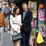 "17. Oktober 2012: Olivia Wilde und Liam Neeson schlendern für den Film ""The Third Person"" Arm in Arm durch Rom."