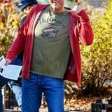 """29. November 2012: Vince Vaughn macht hier übrigens gar nicht den Surfergruß """"Hang Loose"""". In Wahrheit tanzt er in einer Drehpau"""
