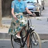 1. Oktober 2012: Beim Dreh ihres neuen Musikvideos muss Taylor Swift in Paris Rad fahren.