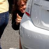 """27. März 2012: Während der Drehpause albert Emma Watson am Set von """"Bling Ring"""" herum."""