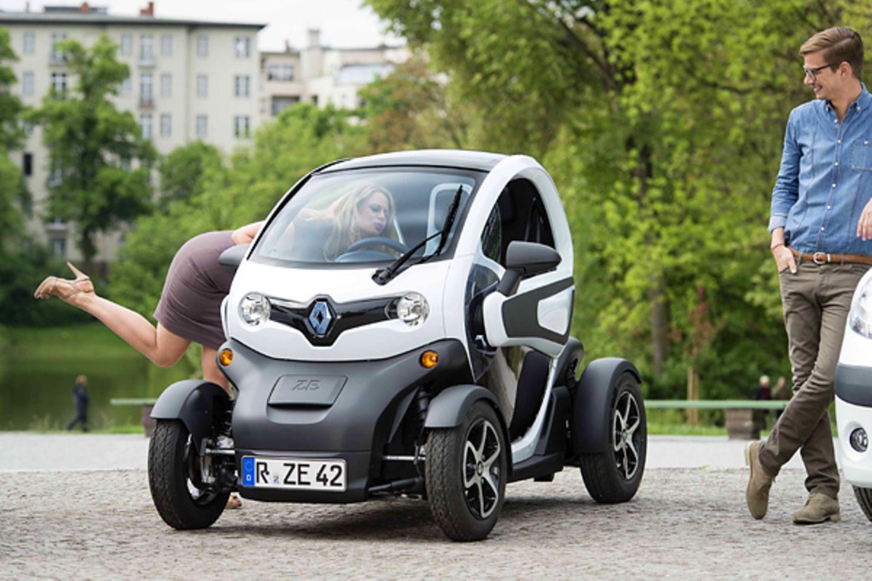 5. Juni 2012: Barbara Schöneberger und Joko Winterscheidt sind in der neuen Renault Z.E. Werbung zu sehen. In dem Spot bekennen