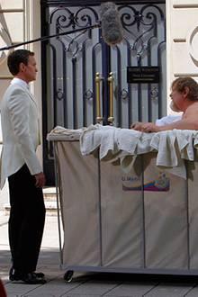 """9. Juli 2012: Lustig geht es bei Neil Patrick Harris und Brendan Gleeson bei den Dreharbeiten für """"Die Schlümpfe 2"""" zu."""