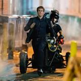 """2. August 2012: Liam Hemsworth rennt für den Film """"Paranoia"""" so schnell er kann durch die Straßen von Philadelphia."""