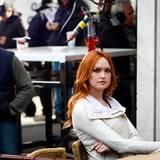 """26 März 2012: Kaylee DeFer dreht in New York eine Szene für """"Gossip Girl""""."""