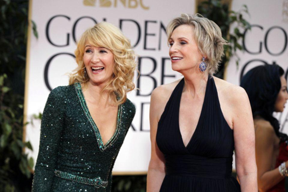 Laura Dern und Jane Lynch begutachten ihre Star-Kollegen.