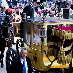 Zurück in der dänischen Hauptstadt lässt sich Königin Margrethe in einer vergoldeten Kutsche aus dem 19. Jahrhundert von Schloss