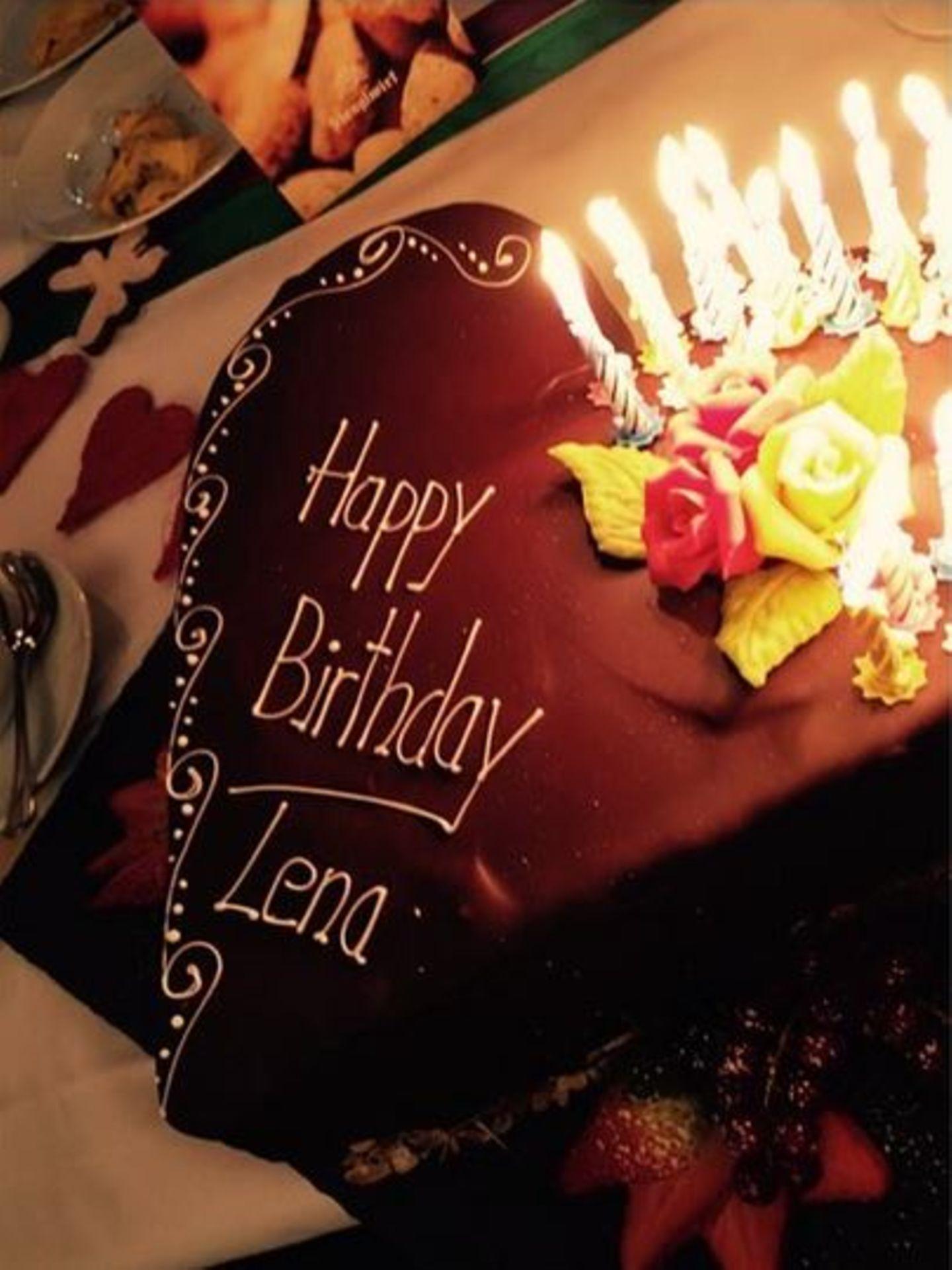 Zum 28. Geburtstag bekommt Lena Gercke diese köstliche und obendrein toll verzierte Schokoladentorte.