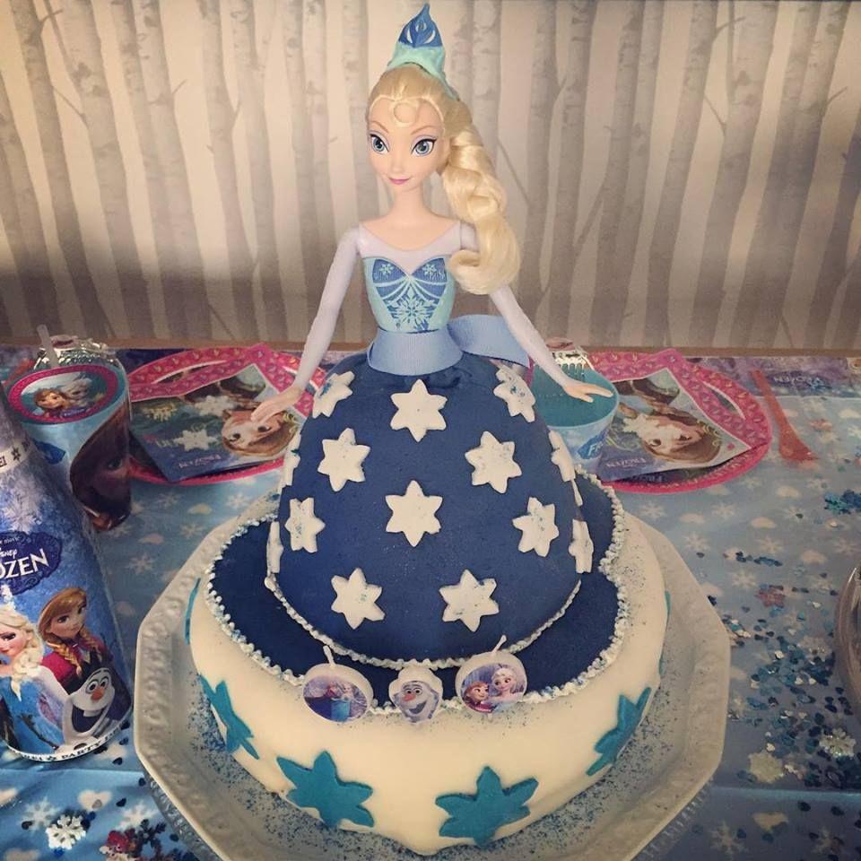 """In mühevoller Abeit hat Jana Ina Zarrella diese """"Frozen""""-Torte gezaubert."""
