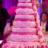 Die achtstöckige Hochzeitstorte von Daniela Katzenberger und Lucas Cordalis ist natürlich rosa.