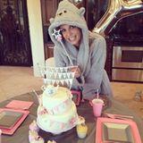 """Britney Spears bedankt sich mit diesem Foto für all die Geburstagsgrüße, die sie bekommen hat, über die sie sich genauso freut wie über diese hübsche """"Teekannentorte""""."""