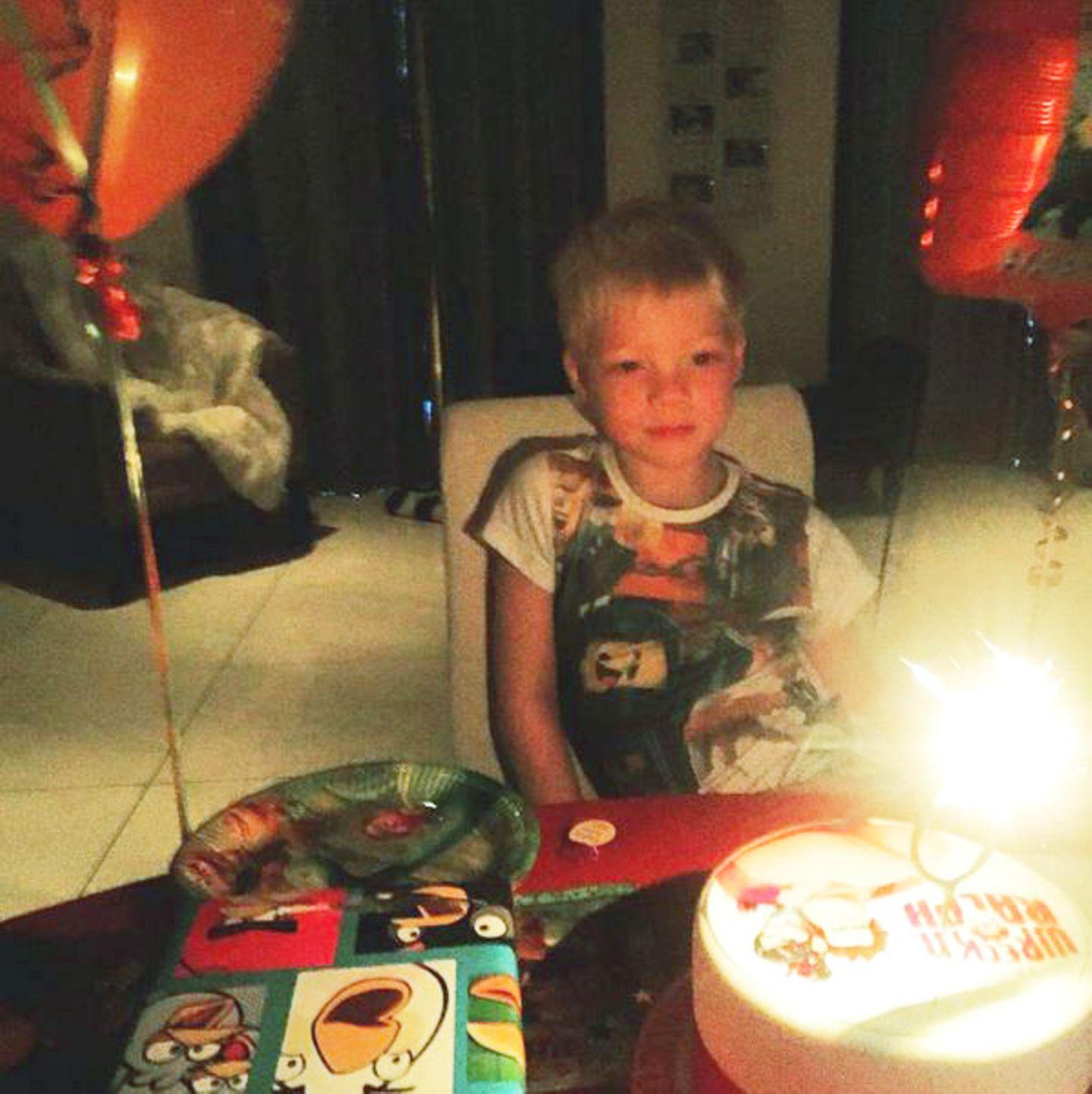 """Amadeus Becker bekommt zu seinem sechsten Geburtstag eine Torte mit der Fantasyfigur """"Wreck-It Ralph"""" drauf."""