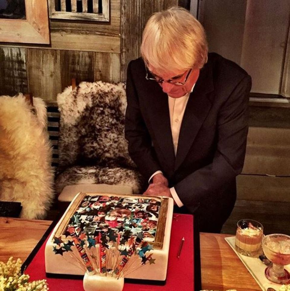 Von seiner Familie bekommt Bernie Ecclestone diese Torte geschenkt.