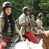 ... der andere Teil reitet mit dem Pferd ins Lager.