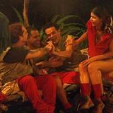 Achtung! Abends im Camp trägt sie nur eine Unterhose - und alle amüsieren sich mal wieder alle über Micaela und ihre Freizügigke