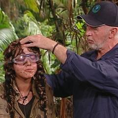 Kim tritt am fünfzehnten Tag im Dschungel zur Prüfung an. Wie gut, dass Camparzt Dr. Bob gleich zur Stelle ist, als ihr eine Kak