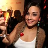Anstoßen auf einen wunderschönen Abend: Nina Moghaddam