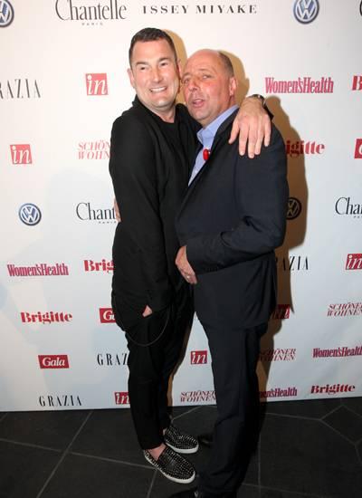 Star-Designer Michael Michalsky und GALA-Chefredakteur Peter Lewandowski halten sich für das Begrüßungsfoto ganz an das Motto de