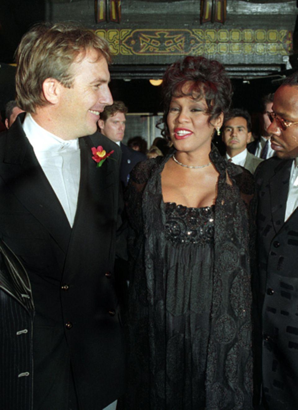 """November 1992: Der Film """"Bodyguard"""" war für Whitney Houston und Kevin Costner ein großer Erfolg. Bei der Premiere war Whitney sc"""