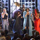 """April 1999: Einige Mal tritt Whitney mit anderen bekannten Sängerinnen in der VH1-Reihe """"Divas"""" auf. Mit dem Album """"My Love Is Y"""
