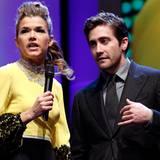 Berlinale: Anke Engelke und Jury-Mitglied Jake Gyllenhaal freuen sich bei der Eröffnungszeremonie auf den Beginn der 62. Berlina
