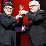 """Die Brüder Vittorio und Paolo Taviani werden für ihr Werk """"Caesare Deve Morire"""" (""""Caesar Muss Sterben"""") mit dem Goldenen Bären f"""