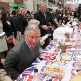 Prinz Charles und Herzogin Camilla mischen sich unter das britische Volk ...