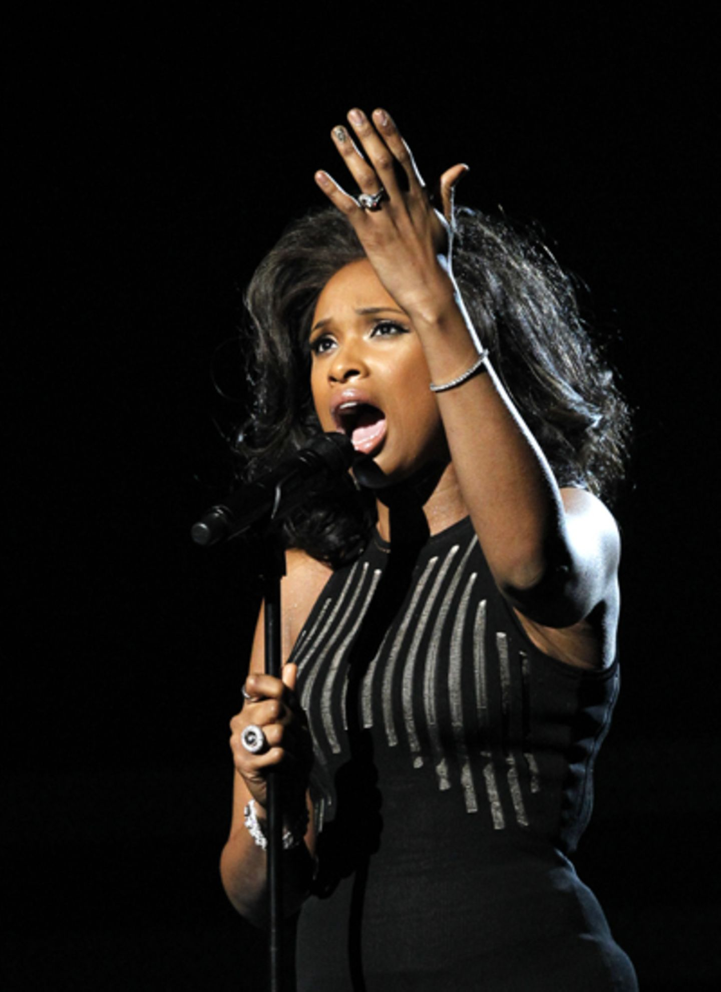 "Jennifer Hudson singt Whitney Houstons Welthit ""I Will Always Love You""."