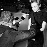 Nicht persönlich gemeint: Als hochgewachsenes Model und leidenschatfliche High-Heels-Trägerin blickt Diane Kruger (in Giambattis
