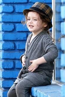 Skyler Berman hat das gute Stilgefühl seiner Stylisten-Mama Rachel Zoe geerbt. Im gemütlichen, grauen Zweiteiler und mit modischem Hut spaziert er gut gelaunt durch Los Angeles.