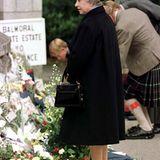 4. September 1997: Der späte öffentliche Auftritt kurz nach Dianas Tod erregt Unmut.