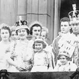 12. Mai 1937: Krönung von George VI.  An diesem Tag ändert sich alles für die Familie von Prinzessin Elizabeth. Prinz Albert, Herzog von York, wird zum König gekrönt und besteigt den Thron als George VI. Seine älteste Tochter wird zur potenziellen Thronerbin und künftigen Königin.