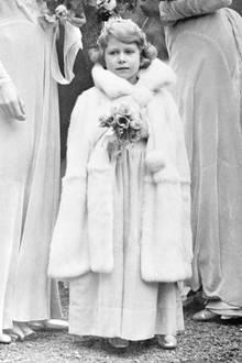 1931:  Die Prinzessin nimmt an einer Hochzeit in Balcombe teil.