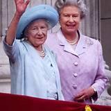 4. August 2000: Queen Mum, Queen Elizabeths Mutter, feiert ihren 100. Geburtstag.