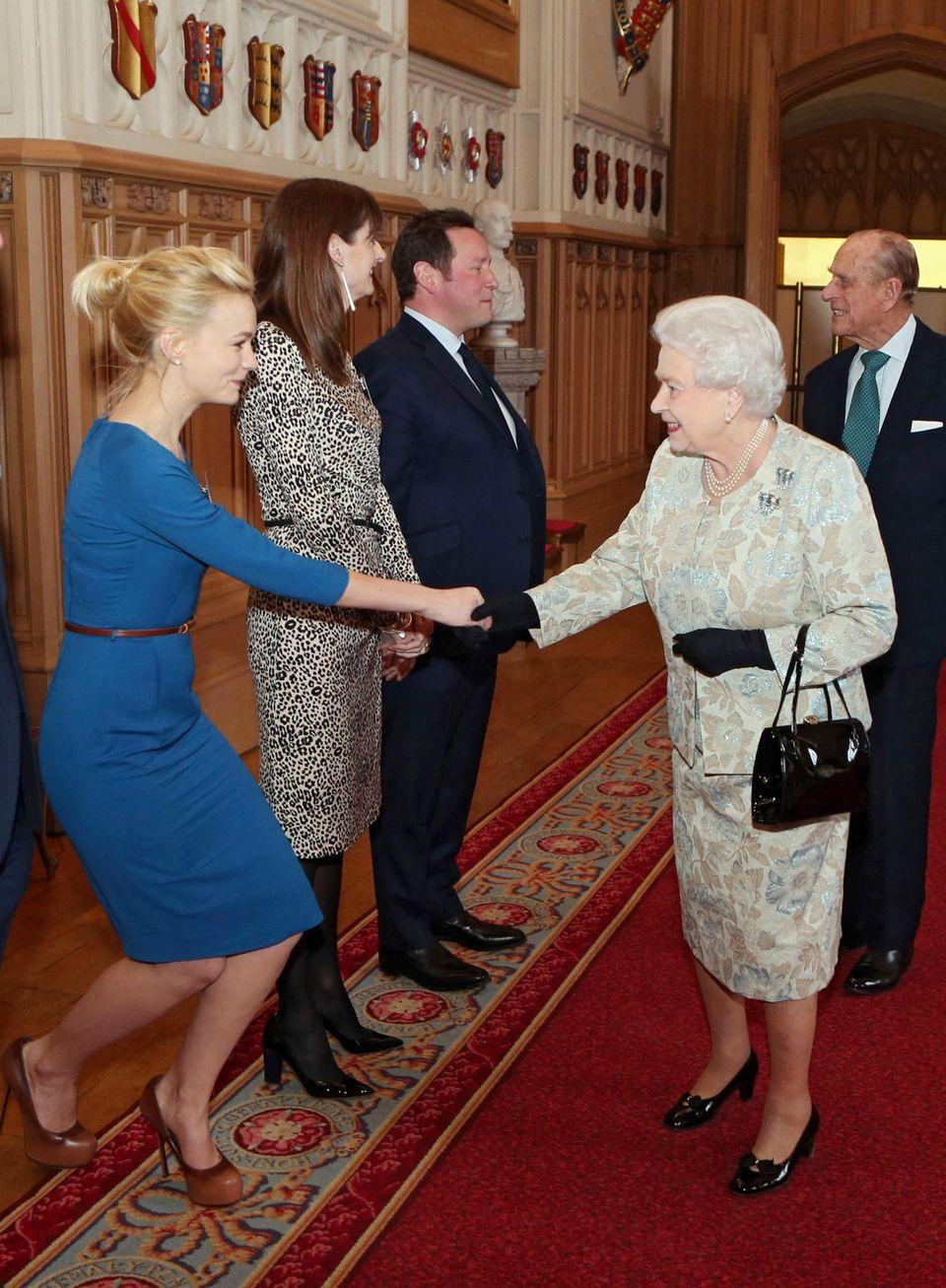 2013: Auch Carey Mulligan trifft in Windsor die Queen.