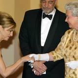 2002: Königin Elisabeth II. und Madonna