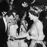 1958: Königin Elisabeth II. und Frank Sinatra