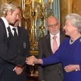 2002: Königin Elisabeth II. und David Beckham