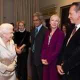 2016: Auch Sängerin Annie Lennox und Schauspieler Richard E. Grant haben die Ehre, die Queen zu treffen.