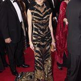 2001: Michelle Yeoh in Barney Cheng: Liebe Frau Yeoh, soweit wir wissen, sind Tiere bei den Oscars nur dann erlaubt, wenn sie ei