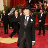 2004: Diane Keaton in Ralph Lauren: Diane Keaton mag eine großer Verehrerin von Charlie Chaplin sein, ihn anlässlich einer Oscar-Verleihung channeln, sollte sie aber lieber doch nicht.